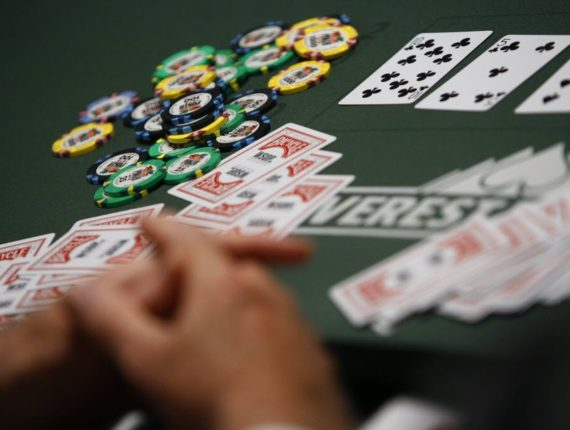 Why self-talking and other mental weird things are healthy for poker